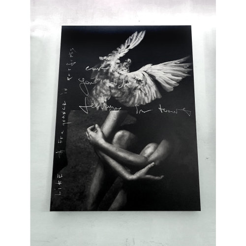 Feelings in Tears  2021 Oil on Canvas 180 x 130 cm  Can you catch feelings in tears like fragrance in perfumes? 從香水中我們可以找出各種味道, 我們也能從眼淚中讀取各種純粹的情緒嗎?