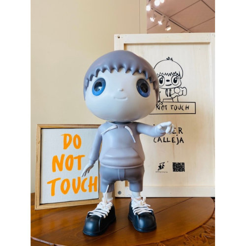 JAVIER CALLEJA  Do Not Touch  2019 36 x 19 x 22 cm  Resin, steel, acrylic paint Edition of 250