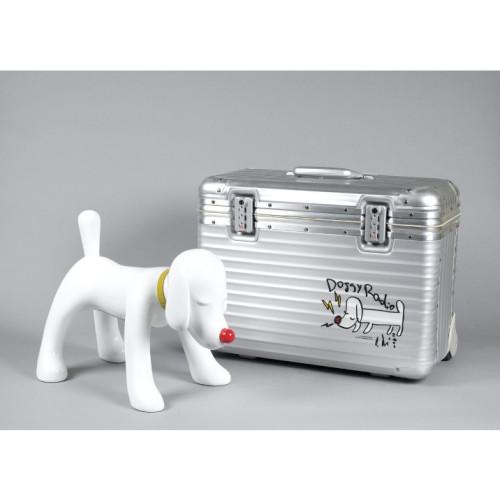 DOGGY RADIO X RIMOWA 2011 L 43 x W 22.5 x H 29.5 cm (radio)  L 53.5 x W 27.5 x H 42.5 cm (suitcase)  Polymer and fiberglass stereo with FM radio   Bluetooth  USB port  Headphone jack  Yamaha speaker system  Rimowa suitcase