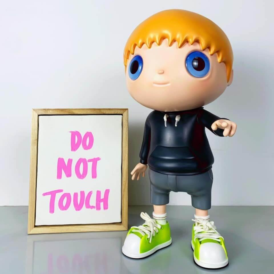 Javier CallejaDo Not Touch (colored), 2020Resin, steel, acrylic paint36x19x22cmwith a painting on canvas by the artist*signed and numbered on the backside of the canvas Ed.250